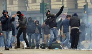 Sciopero forconi: Torino, pietre contro Regione Piemonte